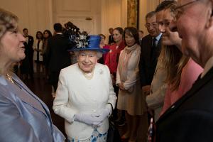 СМИ узнали, сколько Лизавета II собирается отречься через престола